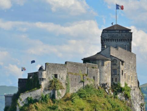 Chateau fort de lourdes et monuments historiques